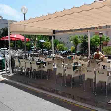 Otro restaurante de cocina casera. El menú está a 11€ (café no incluido). Famoso por la paella de los jueves.