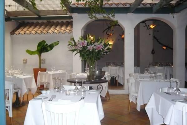 Restaurante situado en el casco antiguo del pueblo. Muy cerca del paseo marítimo y de la iglesia.
